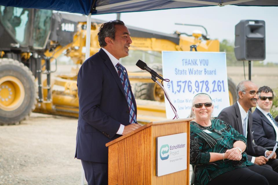 (L-to-R) Congressman Ami Bera, Regional San Board Chair and Citrus Heights Vice Mayor Jeannie Bruins, Regional San District Engineer Prabhakar Somavarapu, EPA Region 9 Administrator Jared Blumenfeld
